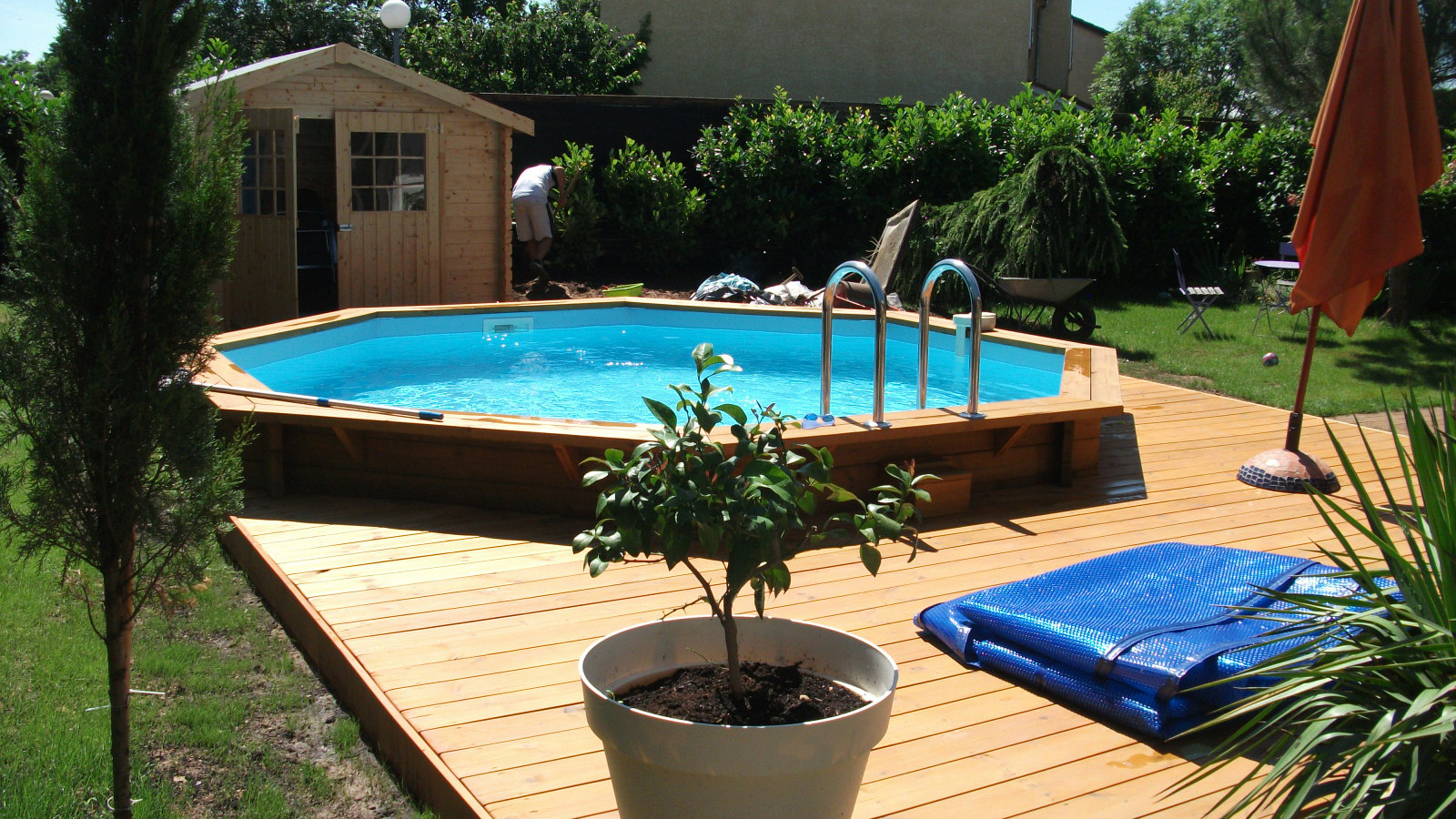 Piscine hors sol avec terrasse bois great lame de for Piscine semie enterree bois